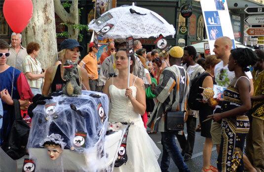 Ambiance de rue lors du festival d'Avignon - ©BISET V