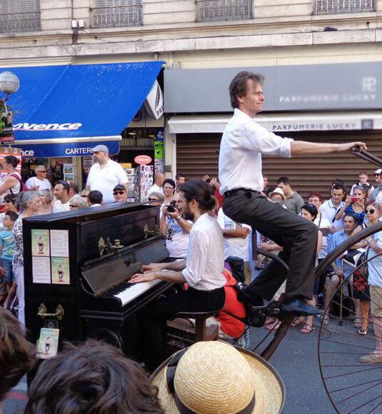 Parade du festival d'Avignon - ©BISET V