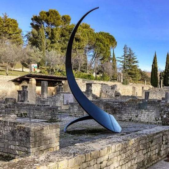 Esculturas monumentales en los yacimientos arqueológicos de Vaison-la-Romaine